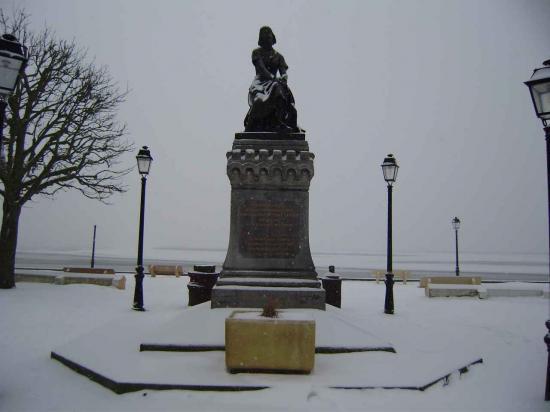 La statue de Jeanne d'Arc enneigée janvier 2013